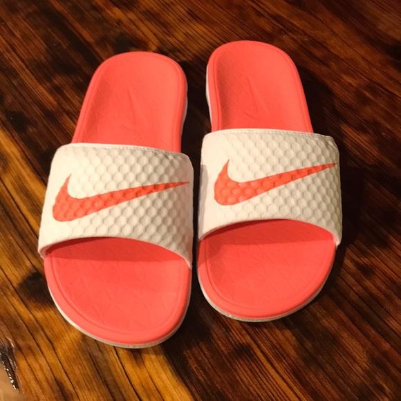 6a8044d2261 Cute Nike slides. M 5bdd1e9b534ef9d71729e81f
